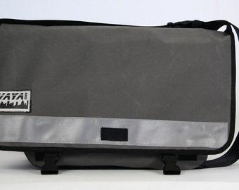 Messenger bag in grey
