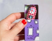 The photographer / Breast pocket PUPETTI necklace in the box of matches