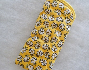 Quilted Eyeglass/sunglass case - Yellow daisies