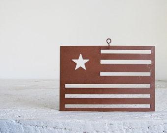 5 Rusty Flags Tin Cutouts