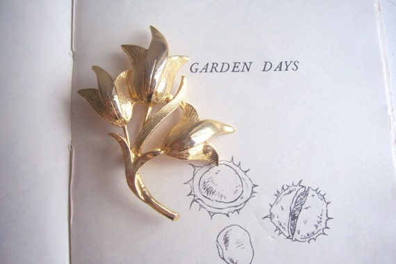 Golden Tulips vintage brooch - a beautiful flower bouquet - 1960s - garden