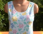 vintage 70s women's tank top FLORAL shirt soft white pastel rainbow flowers t-shirt Medium Small 80s