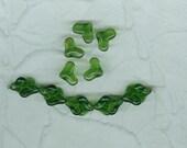 20 Green Interlocking Heart Beads Glass German 14 mm   Contemporary