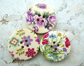 18 Wood buttons, 3 diffrent designs, beautiful colorful pictures ornaments, 30mm