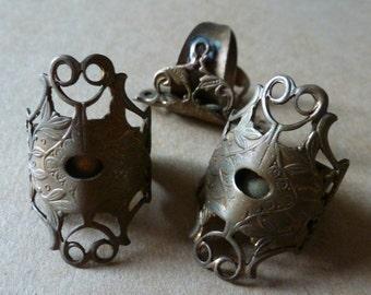 1 Vintage Aged Brass STURDY Ring Base C30
