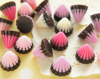 8 pcs Triangle Pole Chocolate Cabochon (13mm H12mm) CD596