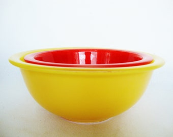 vintage pyrex primary color glass mixing bowls