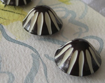 Set of 5 VINTAGE Dome Carved Black & White Plastic BUTTONS