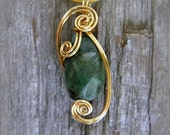 Wire Wrapped Pendant Necklace- Natural Green Emerald Stone - Trinkette