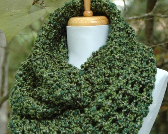Green Knit Infinity Scarf, Saint Patrick's Day Scarf, Chunky Scarf, Knitted Circle Scarf, Women's Winter Scarf, Vegan Scarf, Loose KnitScarf