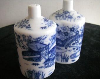 Vintage Japanese (Kihachi) salt&pepper shaker set (never used)