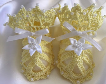 Crocheted baby shoes, newborn to three month old baby girl, baby booties with pearls, crochet baby sandals, yellow baby booties