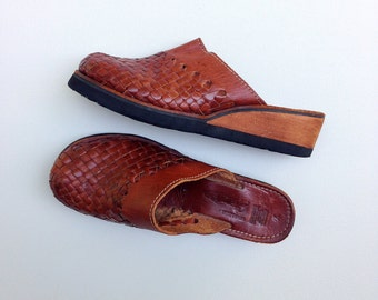 Brown leather huaraches / woven leather clogs