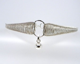 Made-To-Size Knot An Ordinary Love Vertical Reef Knot Wire Sculpted Sterling Silver Public Day Collar with Chiming Bell