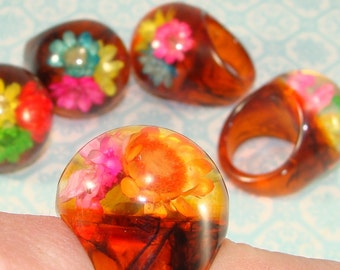 1 Vintage Straw Flower Bubble Ring - Round Dome Tortoise Shell Plastic Lucite Mod 60s Hippie Friendship Rings Various Sizes Available NOS