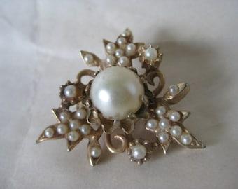 Flower Pearl Brooch Gold Vintage Pin