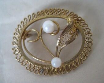 Shabby Flower Pearl Filigree Brooch Gold Vintage Pin