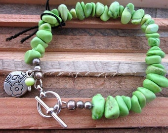 FREE SHIPPING! Juicy Green Apple Magnasite chips with silver flower charm and silver toggle clasp. Lime. Summer. Bright. Bracelet. Stone.