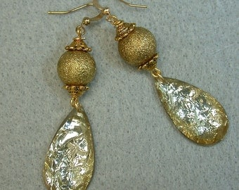 Vintage Japanese Gold Foil Lucite Crystal Teardrop Dangle Bead Earrings, Vintage Gold Beads