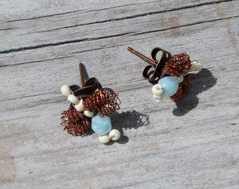 Petite abeille / Beaded bees earrings