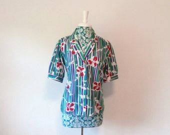 vintage womens blouse // tropical vacation 1980s 80s floral puffed sleeves