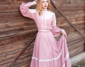 Dusty rose GUNNE SAX voile, cotton blend, prairie, boho, hippy calico, western, maxi dress with full skirt, pearl buttons and lace trim.
