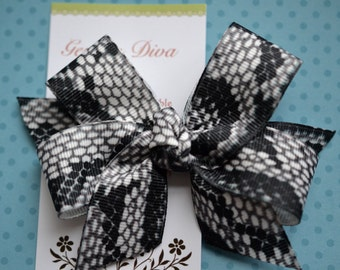 Black and White Snakeskin Classic Diva Bow