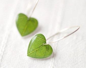Green leaf earrings - Heart Earrings - Nature I heart - Green dangle earring - Botanical jewelry - Nature Earrings - Spring jewelry (E066)