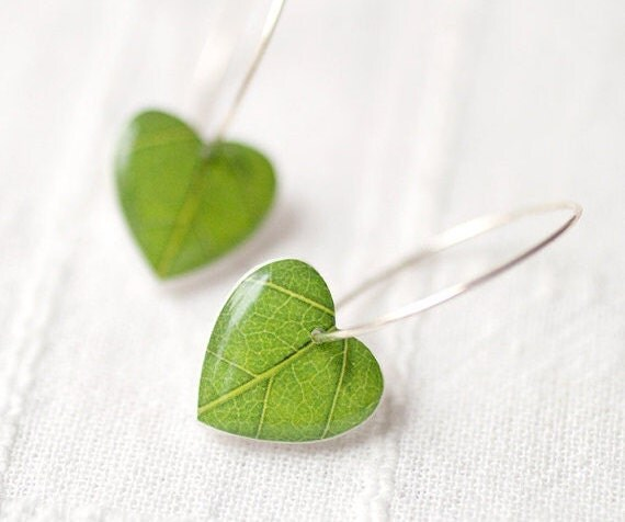 Green leaf earrings - Spring jewelry - Nature I heart - Heart earrings (E066)