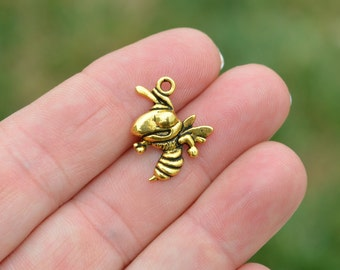 10 Gold Tone Bee, Hornet Charms GC2729