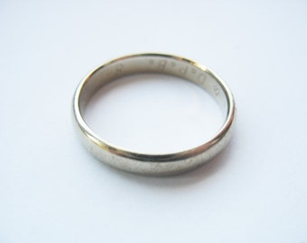 14k White Gold Wedding Band 4mm wide Inner Engraving 1980 Size 9