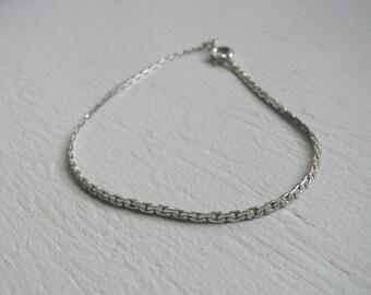 Silver tone vintage chain link bracelet