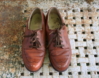 Size 7.5 / 8 Vintage 1940s Brown Leather Wingtip Oxford Heels Shoes