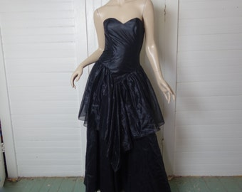 80s Witch Prom Dress- Black- Gothic Princess Formal- Strapless Sweetheart Neckline- Small