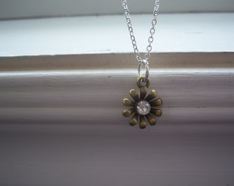 Daisy Necklace  - Flower Necklace  -Wedding Necklace - Garden Necklace