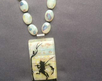 Cat with fish pendant necklace in pale yellow and black