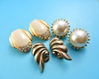 Lovely little  collection 1960s original earrings  - signed MONET - gold and ivory for a timeless style - 3 pairs--art.204/3-
