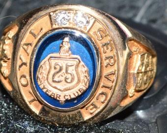 Very rare vintage find, 10 karat gold, saphire and diamond 25 year General Motors loyal service ring