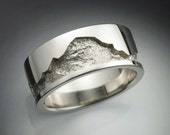 14k white gold man's wedding band with rock texture