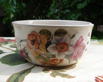 Pink Roses and Bright Yellow Daffodls and Paper White Narcissus! Large Ceramic Yarn Bowl / Yarn Holder