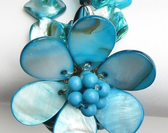 Vintage Chunky Daisy Bracelet Blue Mother of Pearl