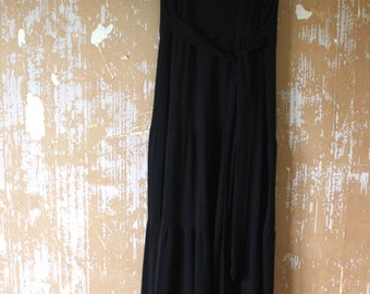 vintage. 70s Sleeveless Black Maxi Dress // S to M