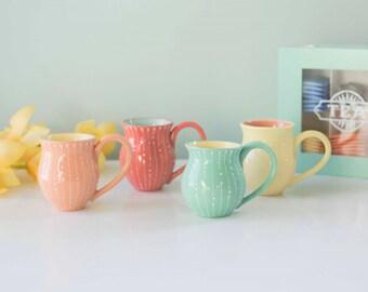 mugs - retro dot and line design