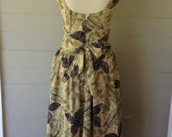 ON SALE Was 29.00 Now 24.00 / 1970s Drop Waist Dress Side Pockets / Scooped Back / Sash Ties In Bow at Back / Jungle Leaf Print