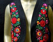 Vintage Hungarian Vest, Matyo Kalotaszeg Embroidery, Short Black Wool Vest hand embroidered, Ethnic, hippie, boho 70's
