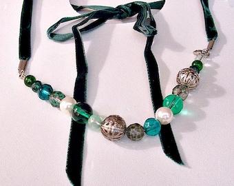 Pearls Green Lucite Filigree Size Adjustable Necklace Choker Silver Tone Vintage Velvet Ribbon Tie Strands