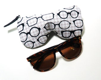 Curves Eyeglasses Case in Fox and The Houndstooth Eyeglasses Gray