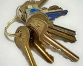 Keys - lot of 10 - Vintage keys - Door, lock, car, etc - Metal - Jewelry making supply for pendants - cheesegrits