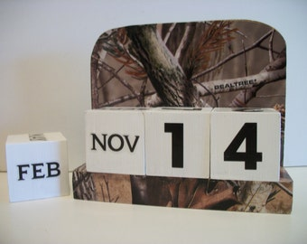 Camouflaged Calendar Perpetual  Wood Block Real Tree Camo Theme Decor