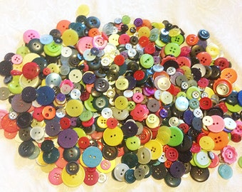 HUGE Lot of Bright Colored Contemporary Buttons * 600+ Plastic Buttons *